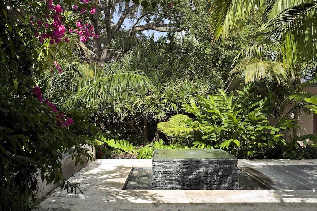 Tropical Garden Design image 002