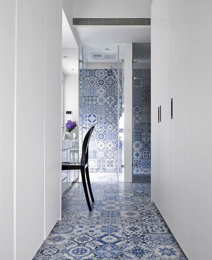 Bathroom Interior with Artistic Tile by Studio Ganna Design 2