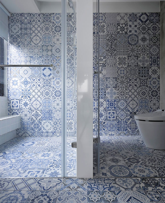 Bathroom Interior with Artistic Tile by Studio Ganna Design