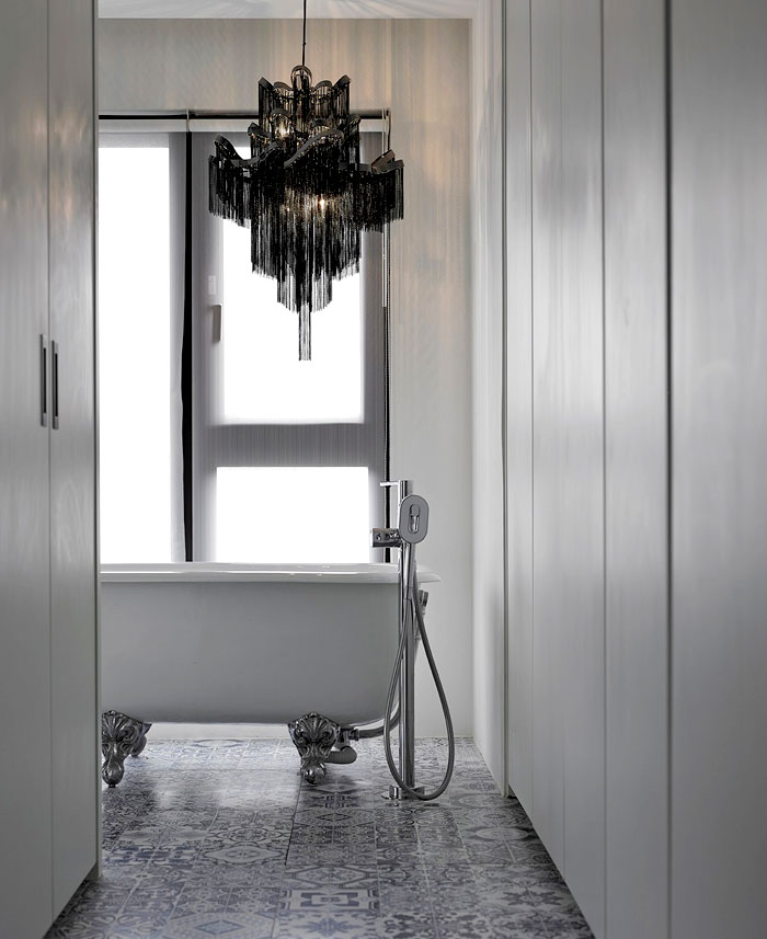 Bathroom Interior with Natural Light Studio Ganna Design