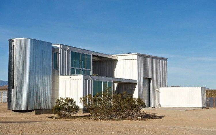 Container House in Mojave Desert by Ecotech Design 01