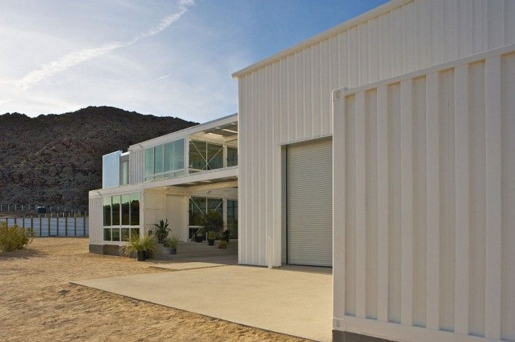 Container House in Mojave Desert by Ecotech Design 03