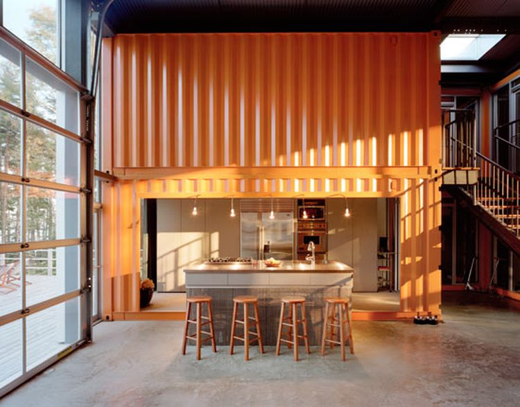 The 12 Container House 05
