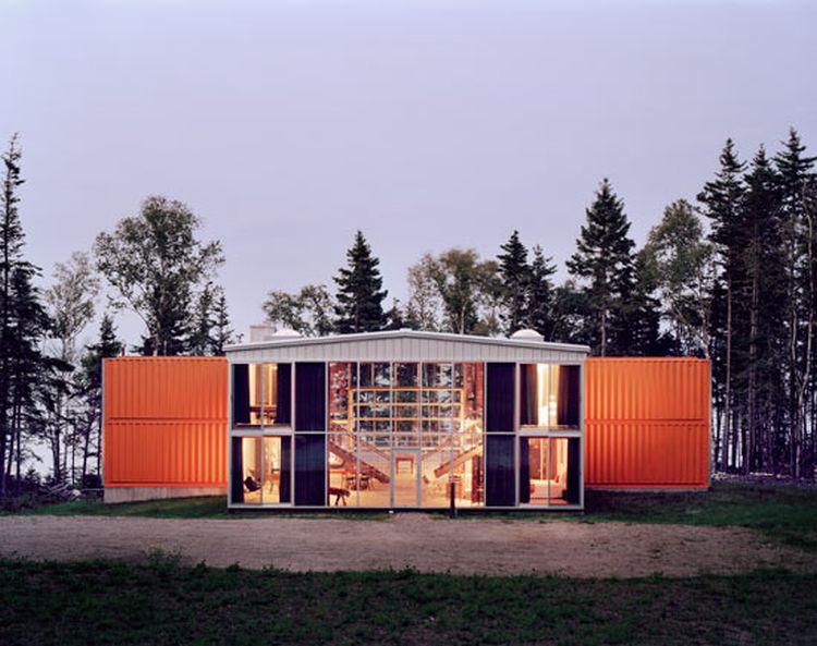The 12 Container House by Adam Kalkin 01